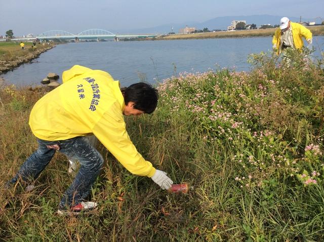 ゴミ拾い風景2.JPGのサムネイル画像